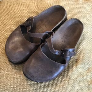 BIRKENSTOCK | Maria Brown Leather Clogs